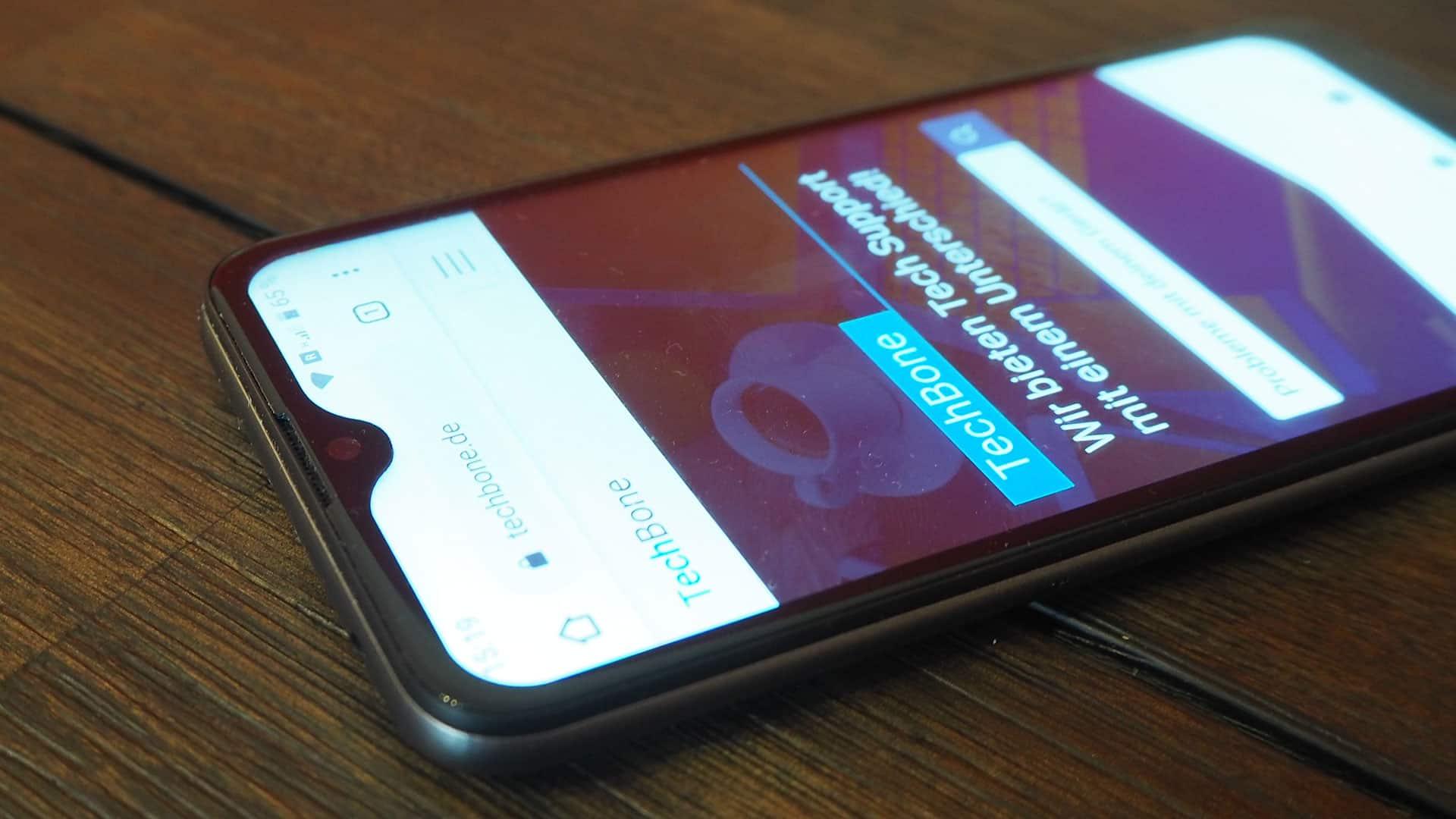Der Bildschirm mit V-Notch des Gigaset GS110 Smartphone